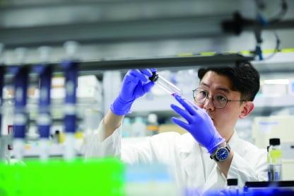 뇌졸중 분야 권위자인 현직 임상교수가 설립한 세닉스바이오테크는 나노자임을 파이프라인으로 하는 세계 최초의 바이오벤처 회사다.