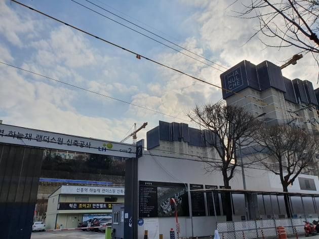 성남시 중원구의 하늘채랜더스원 공사현장 모습 /사진=김기운 한경닷컴 기자