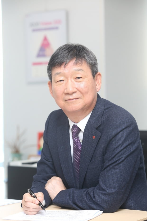 황현식 신임 최고경영자(CEO) 체제로 새로 출범한 LG유플러스는 첫 조직개편을 단행했다. 사진=한경DB
