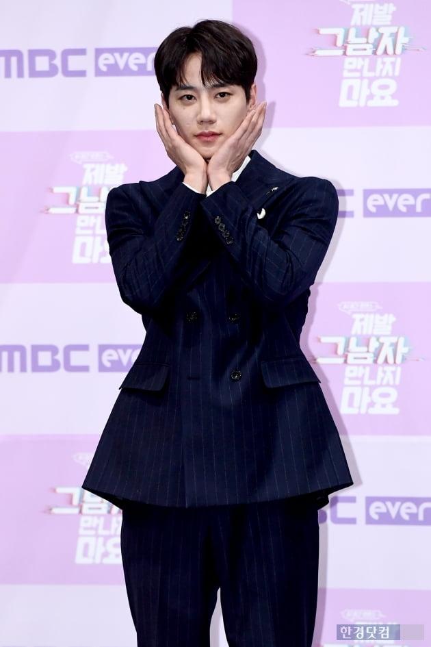 [포토] 이준영, '멋지게 꽃받침~'