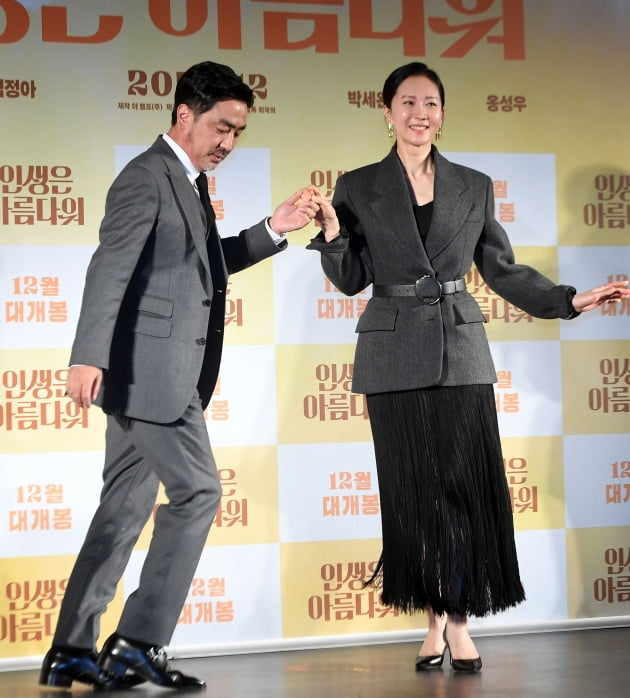 [포토] 류승룡-염정아, '흥많은 댄스 포토타임'