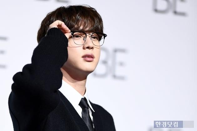 입덕+직캠|방탄소년단 진, 맏형의 늠름한 모습…석진이 팬만 보세요 (BE 기자간담회)
