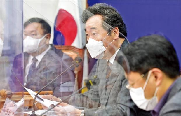 이낙연 더불어민주당 대표가 3일 국회에서 열린 중앙위원회의에서 발언하고 있다.  연합뉴스