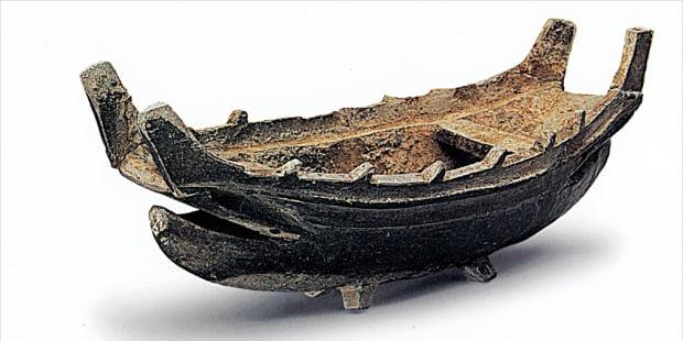 배 모양을 한 5세기 삼국시대 토기. 무덤 속 부장품이며, 비슷한 것이 일본 고분에서도 발견된다.