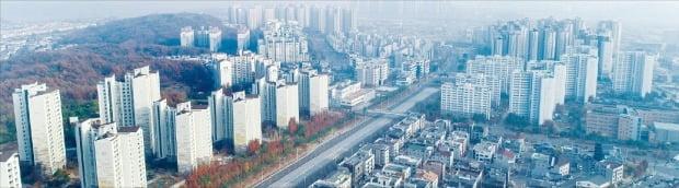 지난 20일 조정대상지역으로 추가 지정되면서 집값 상승률이 꺾인 경기 김포의 한 아파트 단지.  /한경DB