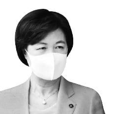 """추미애 """"절차 따라 尹 징계""""…윤석열 """"징계 이유 모르겠다"""""""