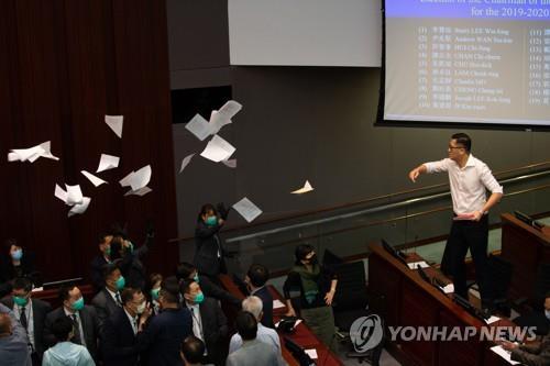 홍콩 야당 정치인 7명 체포…의회 소란 혐의