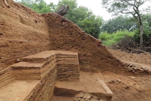 돌로 쌓은 담장으로 폐쇄됐던 강화중성 성문 흔적 찾았다