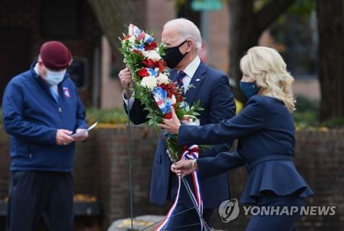 '대선불복 대치' 트럼프-바이든 '동상이몽' 전몰장병 참배