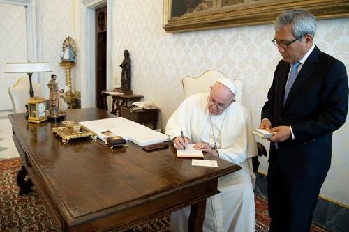교황청의 한반도 평화 전령사 소임 마치고 돌아가는 이백만 대사