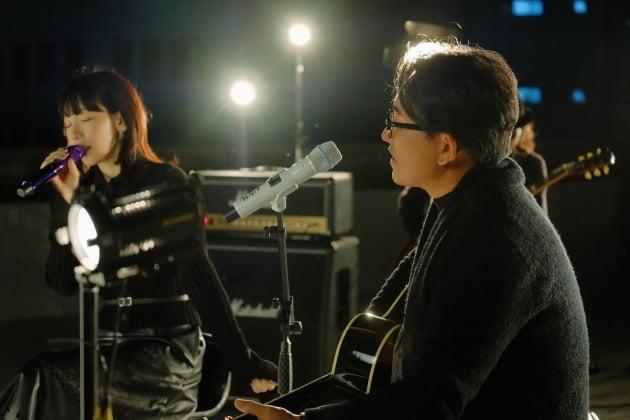 가수 태연(왼쪽)과 이승철/ 사진 = 플렉스엠 제공