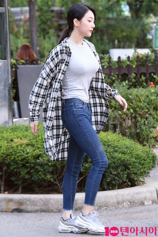 [스타탐구생활] '5000만원 사기 피소' 블랙스완 혜미, 데뷔부터 살펴보니 (TEN컷)