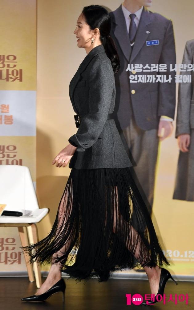 [TEN 포토] '인생은 아름다워' 염정아 '독특한 치마로 시선집중'