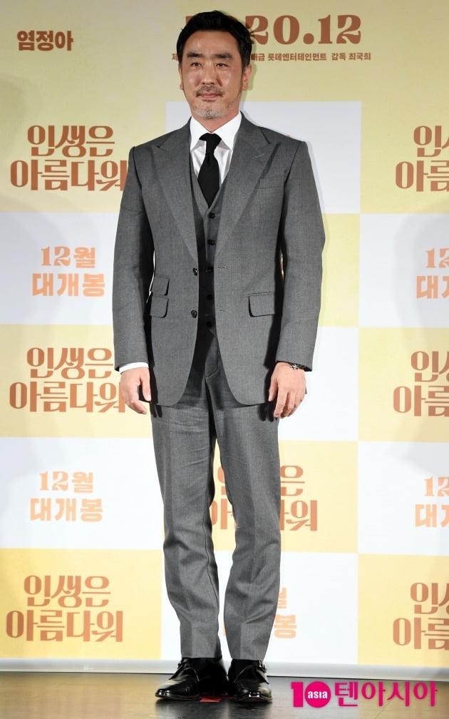 영화 '인생은 아름다워'에서 아내의 첫사랑을 찾아 나선 남편 진봉 역을 맡은 배우 류승룡./ 사진=조준원 기자