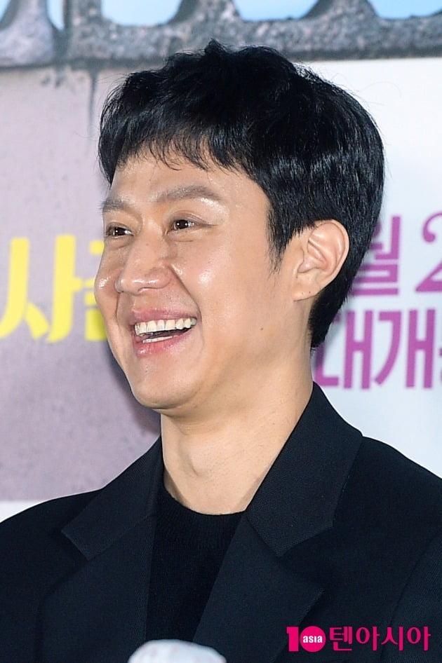 배우 정우가 11일 서울 용산구 한강로동 CGV용산아이파크몰에서 열린 영화 '이웃사촌'의 언론시사회 및 기자간담회에 참석했다. / 서예진 기자 yejin@