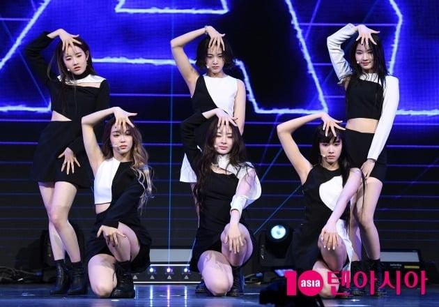 [TEN 포토] 스테이씨 '타이틀곡 '소 배드'로 데뷔'