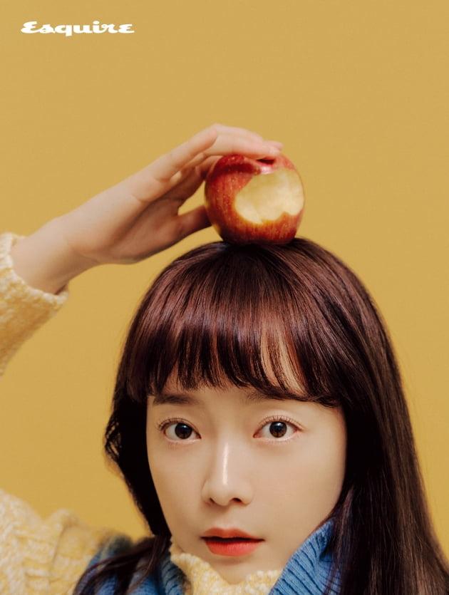 전소민, 사과 한 입 베어 물고 톡톡 튀는 비주얼 [화보]