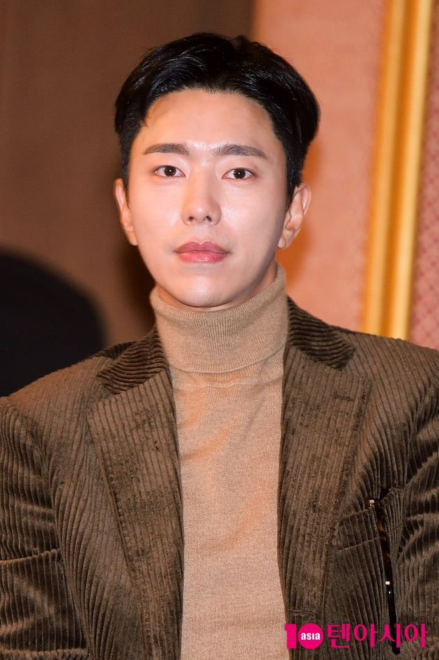 [TEN 포토] '복수해라' 윤현민, '촉촉한 눈빛!'