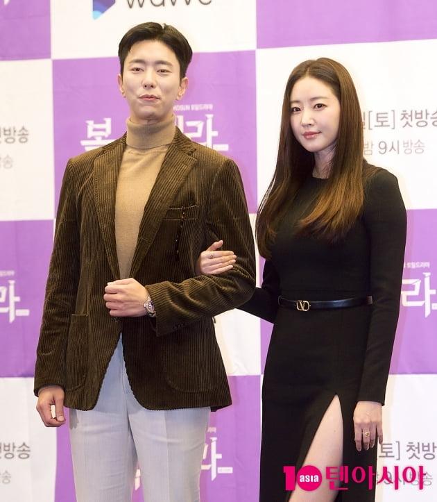 [TEN 포토] '복수해라' 윤현민, '김사랑 옆에 서니 긴장되네~'