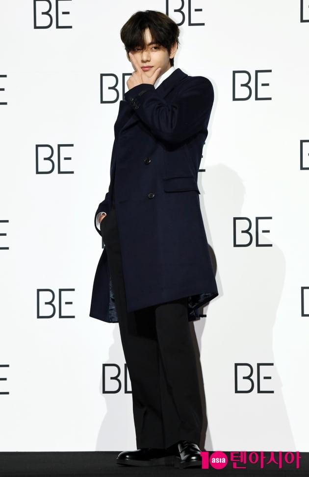 [TEN 포토] 방탄소년단 뷔 '머리부터 발끝까지 센스가 가득~'