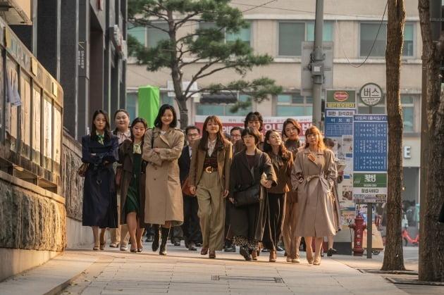 영화 '삼진그룹 영어토익반' 스틸 / 사진제공=롯데엔터테인먼트