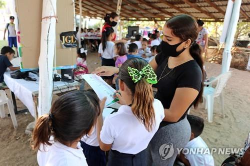 멕시코 '마약왕' 자녀들이 빈곤층 학생 위해 임시학교 설립