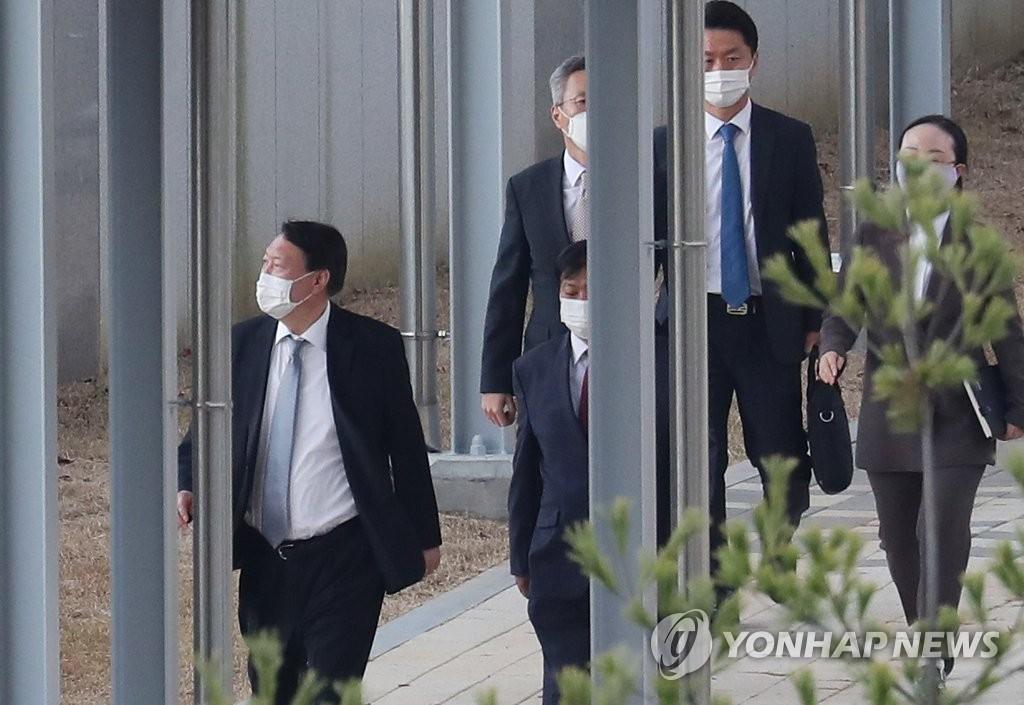 현안에 목소리 키우는 尹…'국민의 검찰' 거듭 강조(종합)