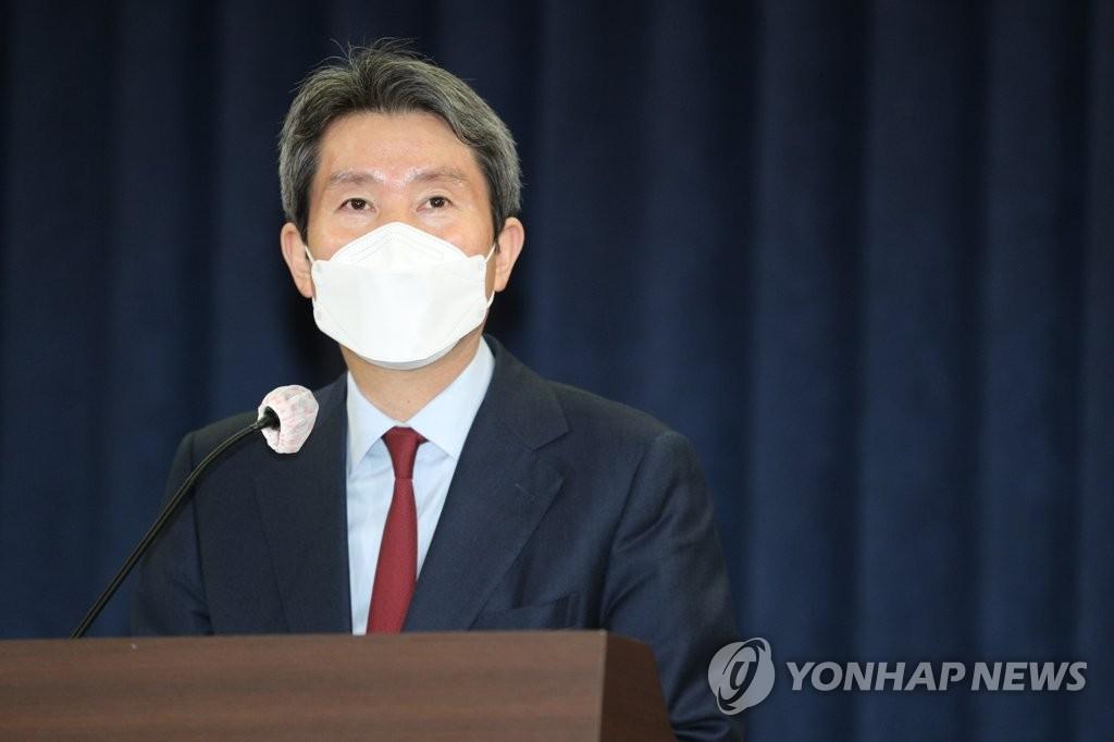 """이인영, 4대그룹 등 재계 만나 """"남북경협, 예상보다 빠를 수도""""(종합)"""