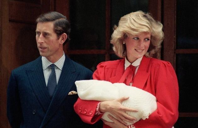1961년생인 다이애나비는 1981년 영국 찰스 왕세자와 결혼했으나 순탄치 않은 가정 생활 끝에 1996년 이혼했다. 사진=AP