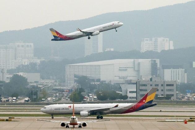 12일 항공업계에 따르면 아시아나항공은 오는 13일과 28일 일본 후쿠오카에서 인천으로 오는 임시편을 편성했다. 사진=연합뉴스