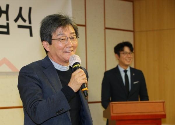 유승민 전 국회의원이 지난 8일 국회 의원회관에서 열린 청년정치학교 4기 졸업식에서 축사하고 있다. /사진=연합뉴스