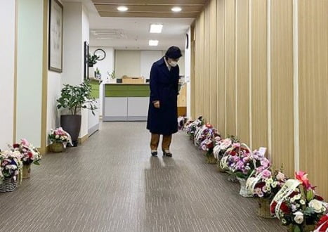 추미애 법무부 장관이 19일 인스타그램에 지지자들에게서 받은 꽃바구니 사진을 공개했다. 사진=연합뉴스