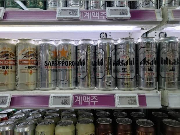 일부 대형마트 및 편의점에서 일본 맥주 4캔을 1만원에 판매하는 판촉행사가 진행되고 있는 것으로 알려졌다./사진=연합뉴스