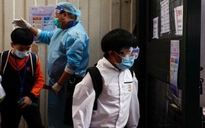 코로나 이어 이번엔…초등생 100여명 집단 감염