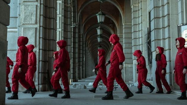 스페인서 제작돼 세계적 인기를 모은 '종이의 집' /사진=넷플릭스