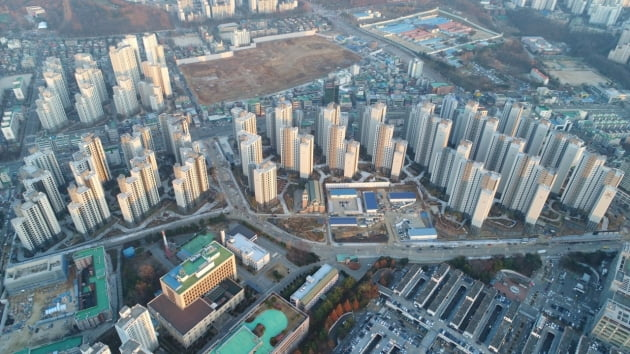 최근 전용 84㎡ 실거래가가 10억원을 돌파한 '평촌 어바인퍼스트' 공사현장. (자료 포스코건설)