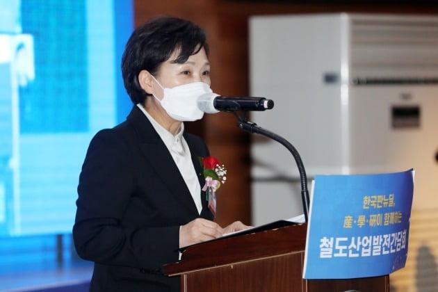 '추미애·윤석열' 갈등에 가려진 진짜 '핵폭탄' [강영연의 靑론직필]
