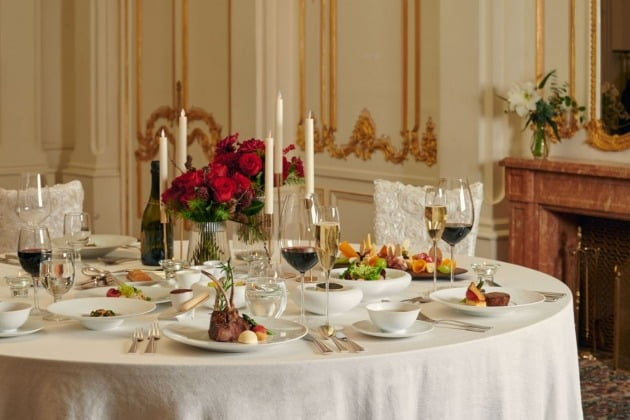 롯데호텔은 홈 파티를 즐길 수 있는 식음 상품인 '홀리데이 갈라 앳 홈'(Holiday Gala at Home)을 출시했다고 7일 밝혔다. 사진=호텔롯데 제공