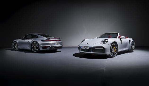 신형 911 '터보 S' 쿠페와 카브리올레. 사진 = 포르쉐코리아