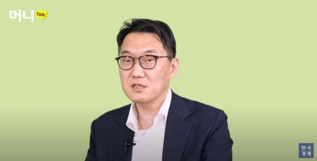 김태홍 그로쓰힐자산운용 대표가 유튜브채널 한국경제에 출연해 '2021 투자전략'을 설명하고 있다. / 한국경제