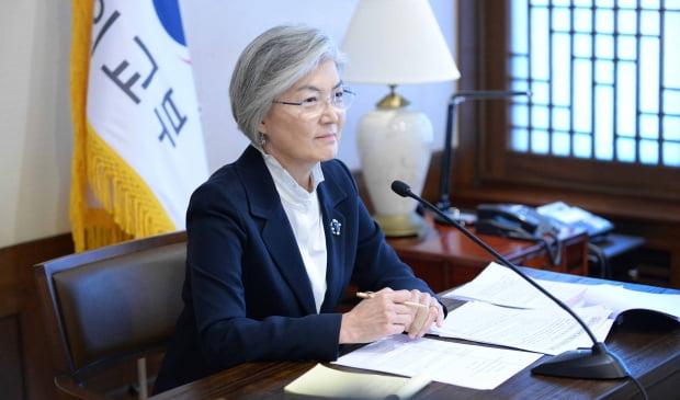 강경화 외교부 장관이 11일 미국 아스펜연구소 안보포럼에 화상으로 참석한 모습. 외교부 제공