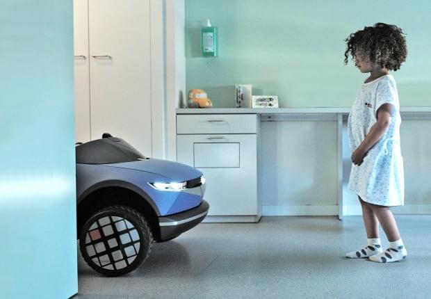 현대자동차그룹은 감정 인식 기술 적용한 키즈 모빌리티 '리틀빅 이모션' 개발해 어린이 환자 치료 과정에 활용하기로 했다. 사진 = 현대차그룹