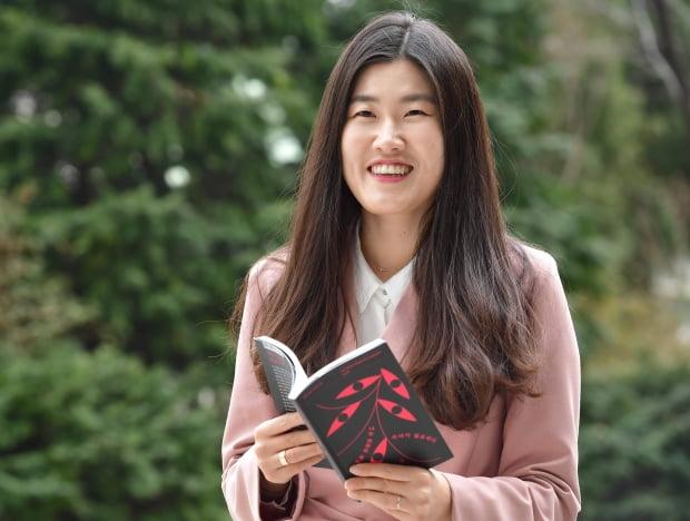 이소연 시인, 알라딘 독자 뽑은 '2020 한국 문학의 얼굴' 선정