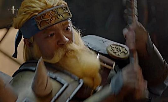 엔씨 소프트 김택진 대표가 '리니지 2M'광고 영상에 대장장이 분장으로 등장했다. [사진=엔씨소프트 유튜브 캡처]