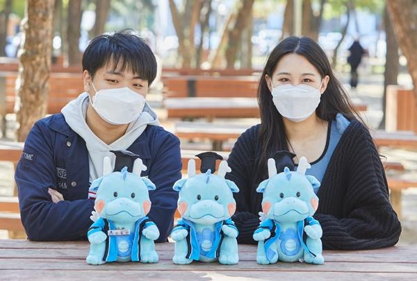 인하대 학생들, 졸업인형 '나룡이' 판매수익금 학교에 기부
