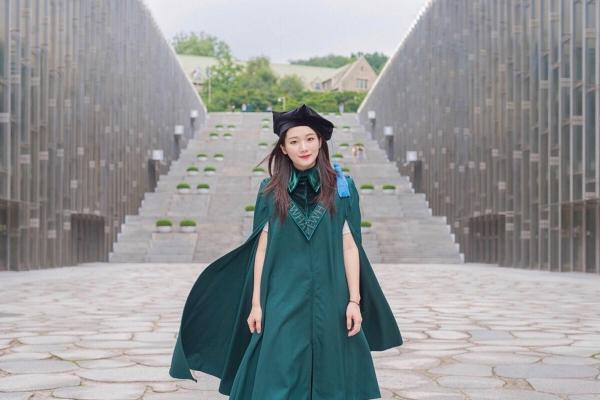 코로나19로 졸업식은 사라졌지만… '캠퍼스스냅'으로 추억 남기는 MZ세대들