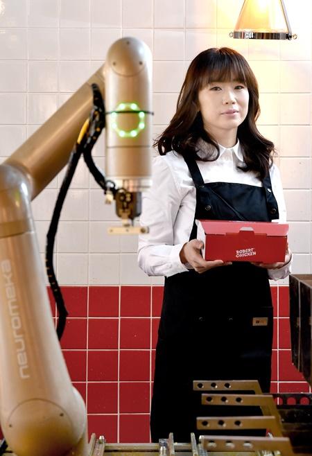 """[2021 연세대 스타트업 에코시스템] """"치킨은 로봇이 튀겨주니, 점주는 서비스나 마케팅만 신경 쓰면 됩니다"""""""