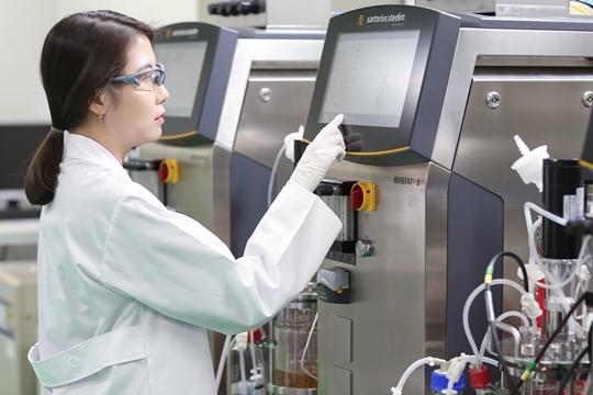 잇단 기술 수출...'투 트랙 R&D 전략' 결실 맺은 유한양행