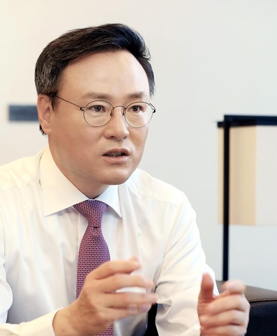 장동현 SK 사장, 바이오팜 상장·ESR 블록딜 '대박'…투자형 지주사 확립