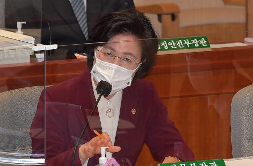 국회 상임위원장에까지 '적과 동지' 잣대 들이댄 추미애 [홍영식의 정치판]